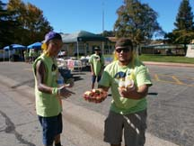 Amazing volunteers at the Morgan Hill Marathon. Photo by Alheli Curry.