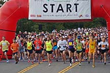 Marathoners at the Big Sur start line by photographer Alheli Curry